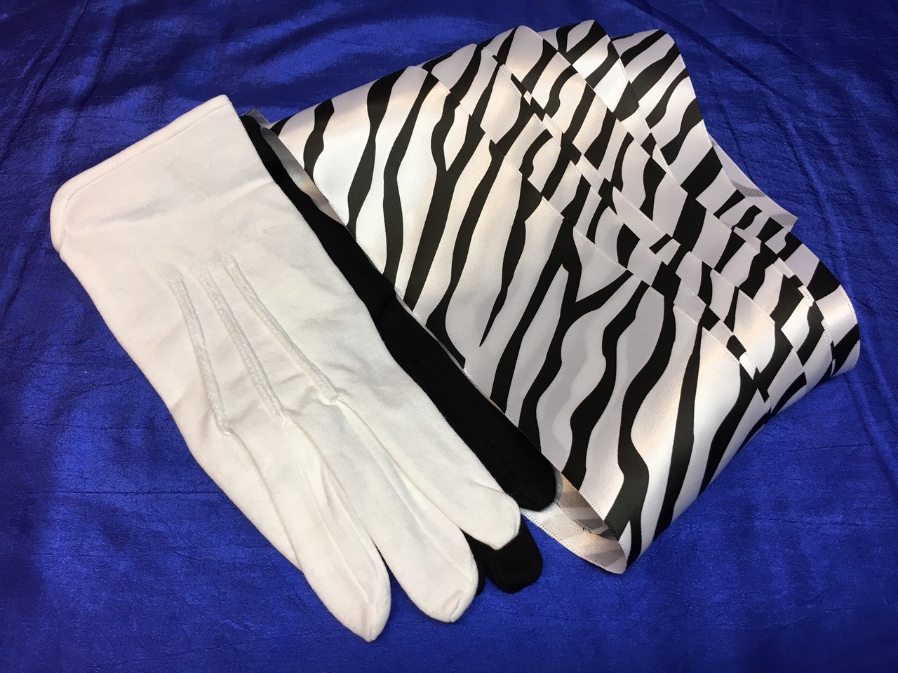 Black gloves white magic - Today When You Order Black White Gloves To Zebra Streamer You Ll Instantly Be Emailed A Penguin Magic Gift Certificate You Can Spend It On Anything